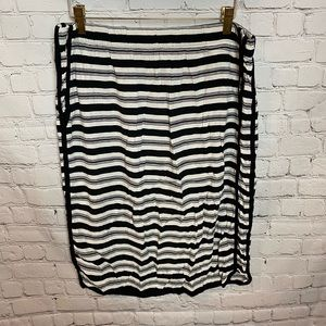CUTE and COMFY Black and  White rayon skirt!